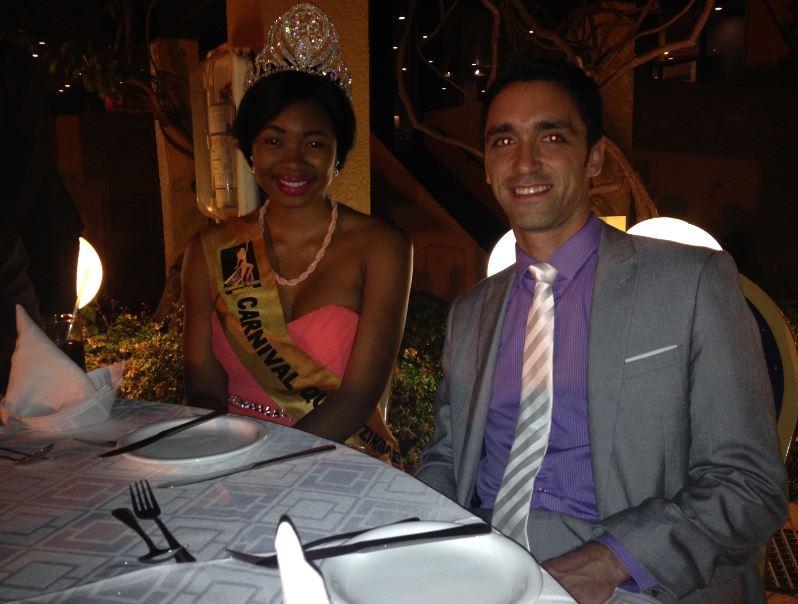 Miss Carnaval Zimbabwe, que cenó con nosotros.
